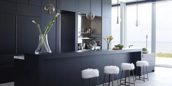 Дизайн кухни в чёрном и чёрно-белом цвете